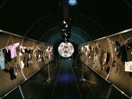 Swarovski - Crystal Energy Catwalk Ausstellungsdesign
